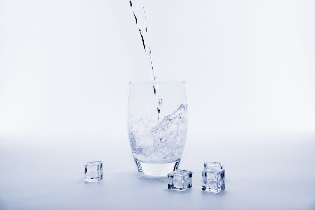 L'aigua et dóna la vida, nosaltres la qualitat. La línia de star water de star holding et porta la maquinària per filtrar l'aigua amb el procés de l'osmosi inversa (entre altres) per així guanyar en salut.