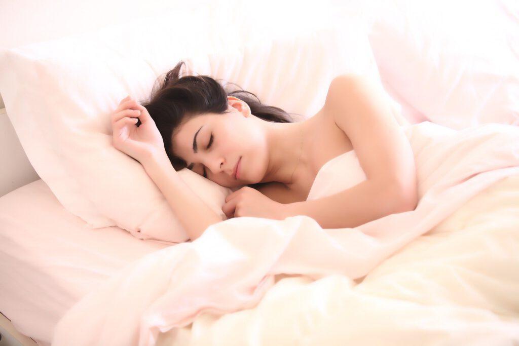 Ara estem més al llit i com a conseqüència, la roba s'embruta. En Star Holding t'ensenyem com rentar la roba de llit i els matalassos.