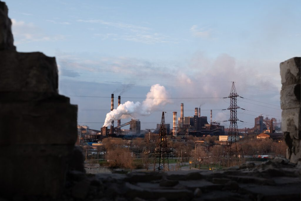 Exemple de contaminació al costat d'una casa. Amb aquesta situació és necesari mesurar la qualitat de l'aire a casa