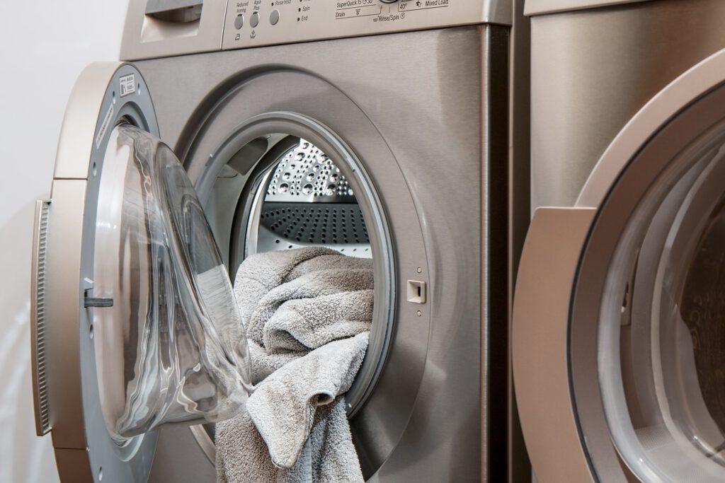 Rentar la roba en 2020 s'ha convertit en tot un dubte. Aprèn com rentar al blog de Star Holding.