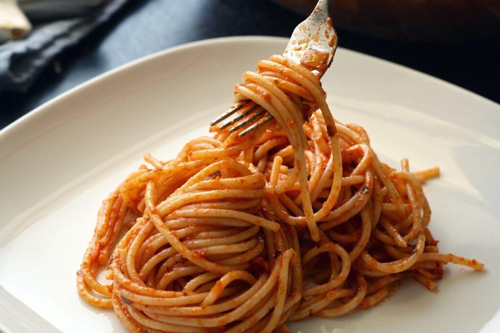 Dins de la nostra llista de plats per preparar amb aigua osmotitzada, vam seleccionar els espaguetis.