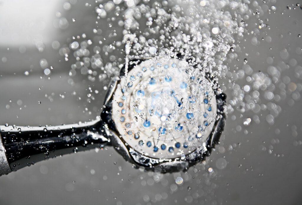 El moment en què ens dutxem és clau com a bona practica amb l'aigua